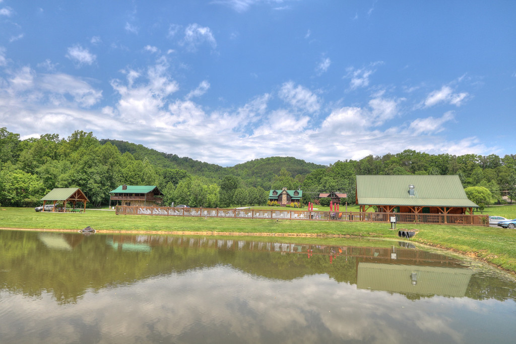 Wears Valley / Pigeon Forge RV Park - Honeysuckle Meadows